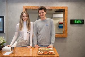 «Это самое лакшери место на Комаровке»: Саша Виторская открыла свое первое кафе со стрит-фудом