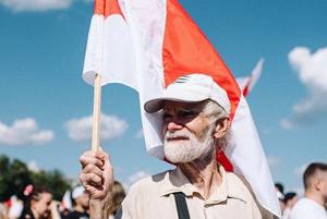 Самый массовый и красивый беларуский митинг ever в 16 фото