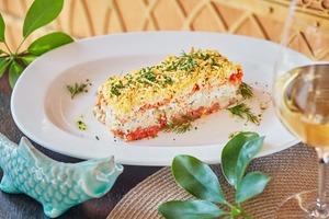 5 традиционных новогодних салатов в более изящном формате