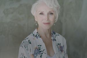 «Не стоит сравнивать себя с молодыми женщинами»: 69-летняя модель из Минска о своем стиле