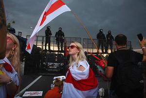 «Гребешь все, что есть, и валишь»: Как беларусу прямо сейчас въехать в Литву, если он в опасности