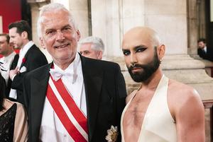 «В колхозе не может быть Венского бала»: Сравниваем бал Лукашенко и австрийский