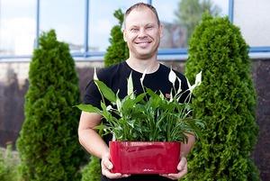 Как небольшая семейная фирма обслуживает тысячи цветов у айтишников