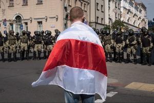 «Ну по балаклаве я вижу, что вы из милиции»: Как задержанный беларус ставил в тупик ОМОНовца на суде