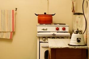«В день нужно 100 долларов, но я выкручиваюсь»: Как бывший ресторанный повар готовит для бездомных