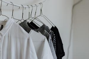 «Я зашиваю колготки и носки»: Почему важно чинить одежду, а не выбрасывать