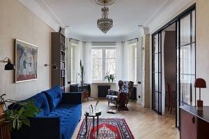 «Ремонт в сталинке — это всегда дорого и сложно»: Квартира с винтажной мебелью и тысячей книг