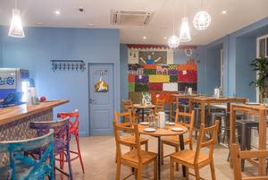 «Я хочу забыть эту историю»: Создатели Cimes открывают кафе с кошерным вином и израильской едой