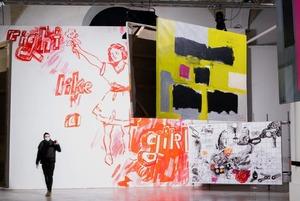 «Это событие года»: Посмотрели на самую масштабную выставку протестного беларуского искусства