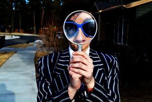 Патчи, мазь от геморроя, холод: Проверяем, как на самом деле убрать синяки и мешки под глазами