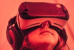 «Мобильный телефон вызывает рак»: Как живут минчане с технофобией