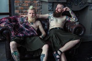 120 долларов, чтобы ходить без штанов: Две беларуски начали шить мужские юбки