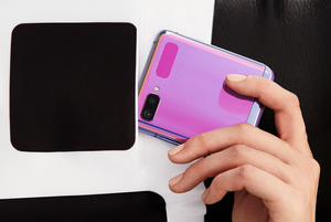 Samsung объявил о начале продаж в Беларуси раскладушки за 4 000 рублей
