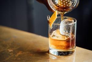 «Принято считать, что коктейли — это сахарная бомба»: В каком алкоголе меньше всего сахара?