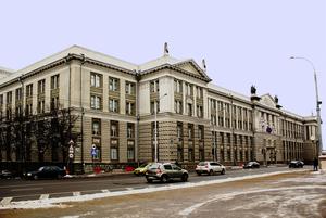 «Безликий бизнес-центр с фудкортом»: Культовые здания в Минске, которые переделали коренным образом