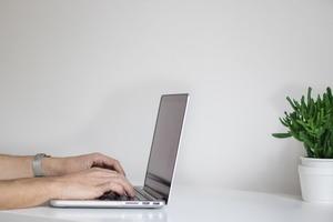 «Это невроз и признак контрол-фрика»: Как отвечать на все письма и не сойти с ума