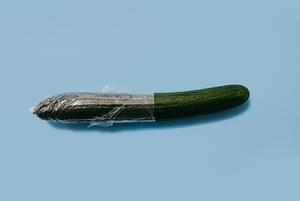 «Томная женщина в чулках — это несовременно»: Я делаю дизайн для упаковки презервативов