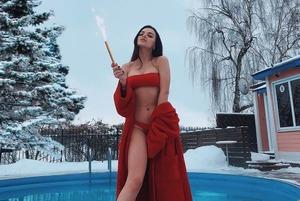 «Начальник сказал удалить сториз»: Девушка с завода стала популярной в Instagram как Мария Василевич