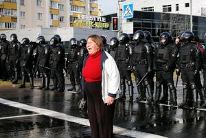 «Пытками руководит лично начальник ИВС»: Как пытают милиционеров, которые пошли против режима