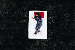 «Некоторые гордятся тем, что работали вместо сна»: Что такое сонный мачизм и как с ним бороться