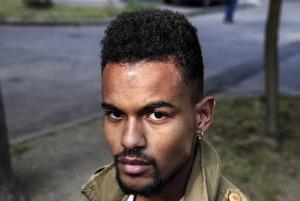 «В РУВД по-большому и по-маленькому ходили под себя»: Чернокожий парень рассказал об издевательствах