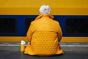 «Я отдал своего старика в интернат»: Истории детей, которые определили родителей в дома престарелых