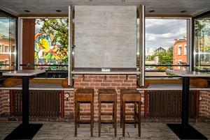 На Октябрьской открылся лаунж-бар «Исаев» с коктейлями и закусками