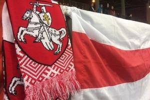 «Преступлением будет и вывешивание трусов»: Что беларусы говорят о признании БЧБ-флага экстремистким