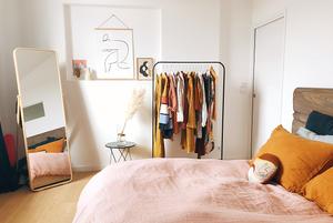 «15 пар — мой максимум»: Как хранить много вещей, если у вас мало места