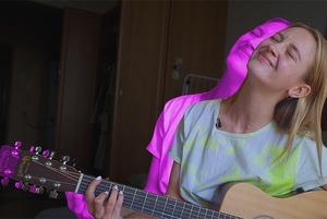 «Мы спим вместе с Аней»: Посмотрели, где живет блогер и молодая певица Лера Яскевич