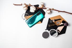 Заряжается за 30 минут на целый день: В Беларуси стартуют продажи нового смартфона HONOR 10X Lite