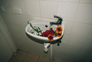«Врачи приходили мыться к нам в палату»: Беларус рассказал, как жил в роддоме с женой за $70 в сутки