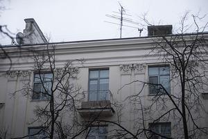 Я живу на Комсомольской в доме сотрудников Гидрометцентра