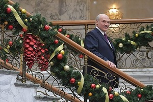 «Купил смокинг за $3700»: Как беларусы собирались на бал, который забрал Лукашенко