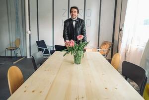 «Для этого нужен кураж»: Беларус открыл магазин, где за вещи можно расплатиться словом «спасибо»