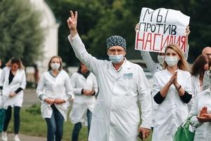 «Я понимал, что в итоге убьют напарника»: Работник скорой рассказал про пытки за помощь протестующим