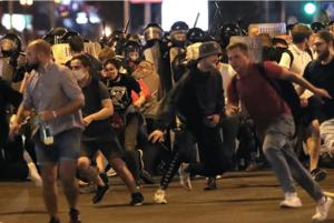 «Кричала с просьбой не стрелять»: Беларусы о том, как они протестовали в Минске ночью после выборов