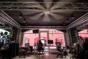 Массажист, ресторан, гостиничные номера: Как выглядит офис IT- компании Synesis