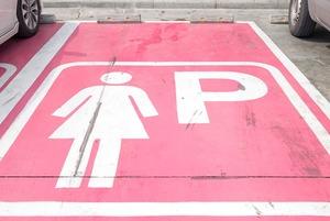 Чаму для жанчын павінны быць асобныя паркоўкі? (або не)