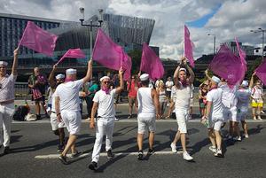 «О Господи! Да всем давно нас*ать!»: Как беларус пытался нарваться на гомофобов на гей-параде