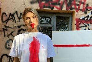 «Протестный стрит-стайл»: Как были одеты модные беларусы на вчерашнем Марше