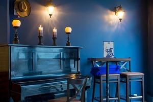 Стейки, буррито и пианино: В Музыкальном переулке открылся «Honky Tonk piano bar»