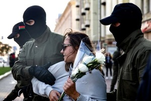 «Решила, раз не бьют — будут стрелять»: Беларусы, которых избили на Окрестина, снова вышли на акции