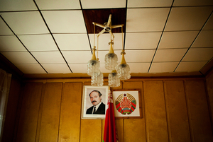 «Очень грустный президент»: Как менялось лицо Лукашенко на предвыборных плакатах