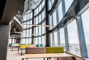 Как выглядит самый высокий офис Минска, в котором можно поработать за €160 в месяц
