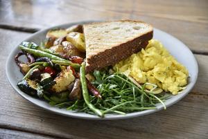 Приготовить яйца может любой, но нет: Как сделать правильный скрэмбл