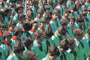 Вместо унитазов по проспекту: Как в советском Минске на праздники переодевались в солдат