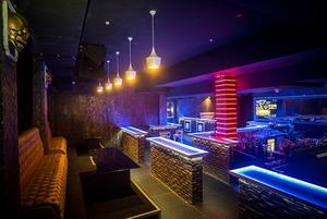 На Революционной открылся диско-бар «7 Барменов»