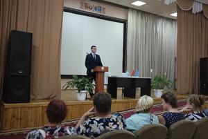 «Я для этой страны ноль!»: Как я ходила на встречу с чиновниками, которые убеждают выбрать Лукашенко