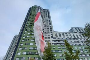 «Потратили $ 1000»: Как в Минске развернули гигантский бчб-флаг, от которого в восторге весь мир